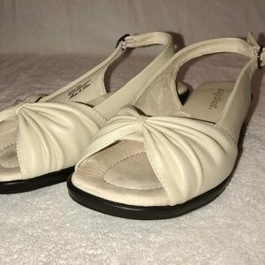 8W Women's bone colored sandals